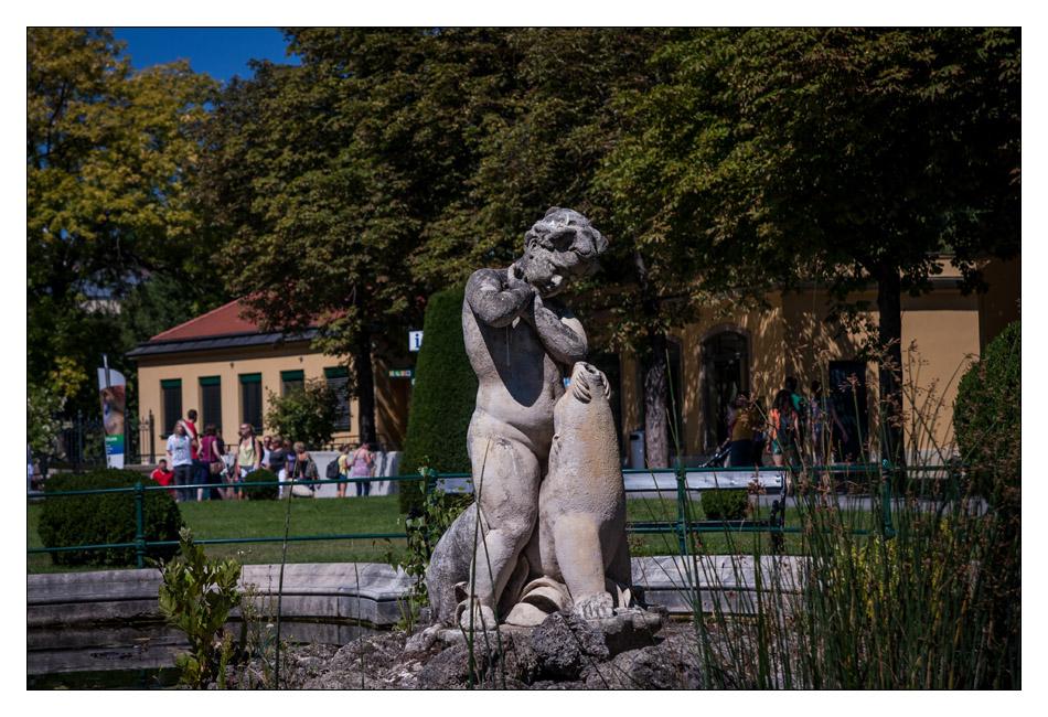 http://fredetsev.eu/imagespourblog/apnmaman_zoo_vienne_statuefontaine.jpg