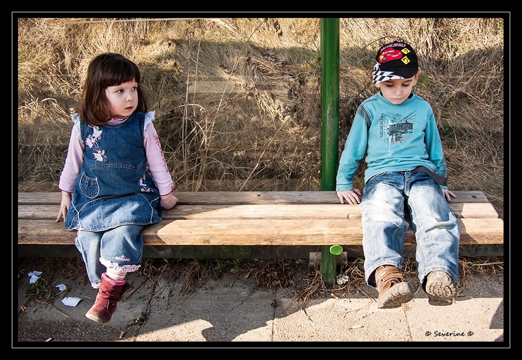 http://fredetsev.eu/imagespourblog/enfants_attendent_bus.jpg