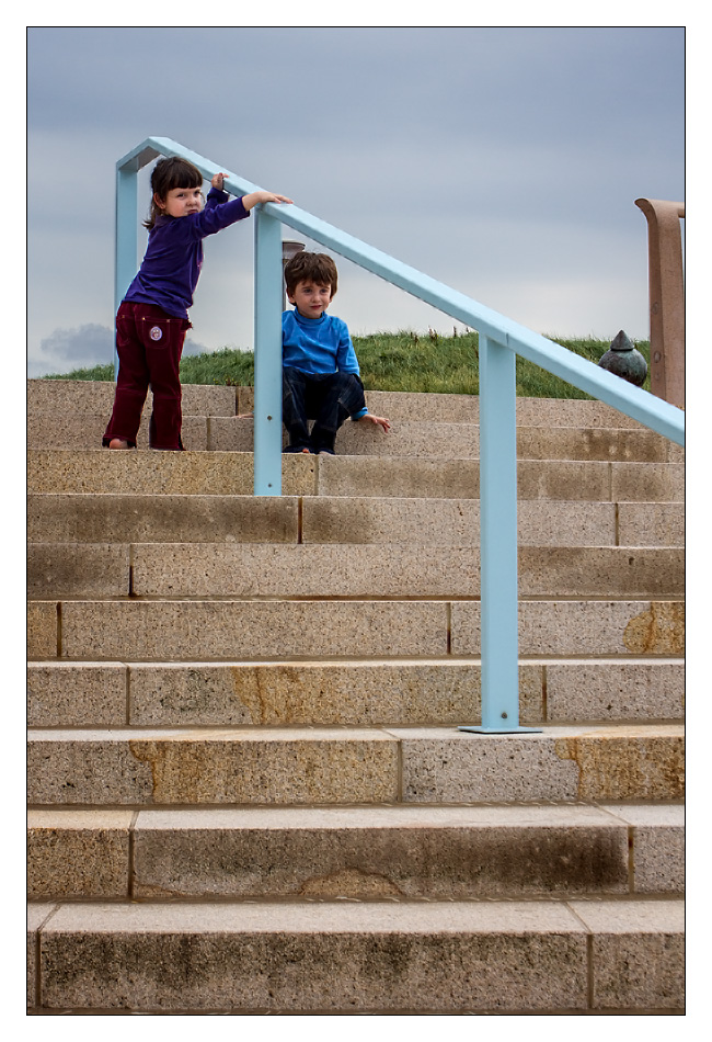 http://fredetsev.eu/imagespourblog/enfants_escalier_scheveningen_01.jpg