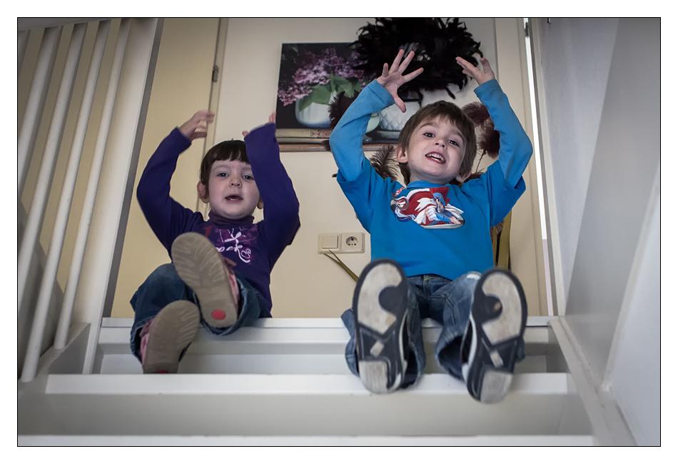 http://fredetsev.eu/imagespourblog/enfants_escalier_soazig.jpg