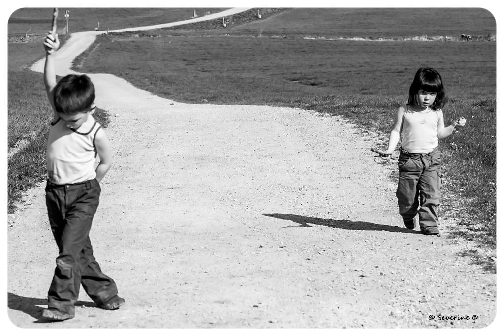 http://fredetsev.eu/imagespourblog/enfants_promenade_01.jpg