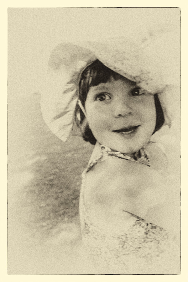 http://fredetsev.eu/imagespourblog/portrait_vintage_elizabeth_01.jpg